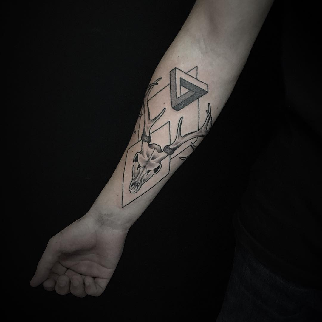 Geometric-Deer-Skull-Tattoos