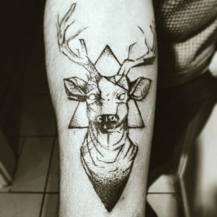 Deer geometric tattoo simple