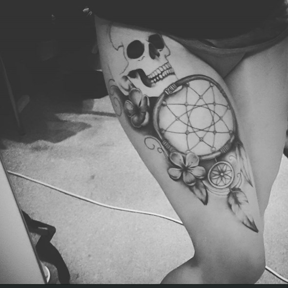 dreamcatcher tattoos on thigh for women