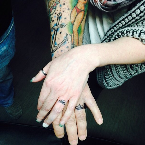 35 Sweet & Simple Wedding Band Tattoos