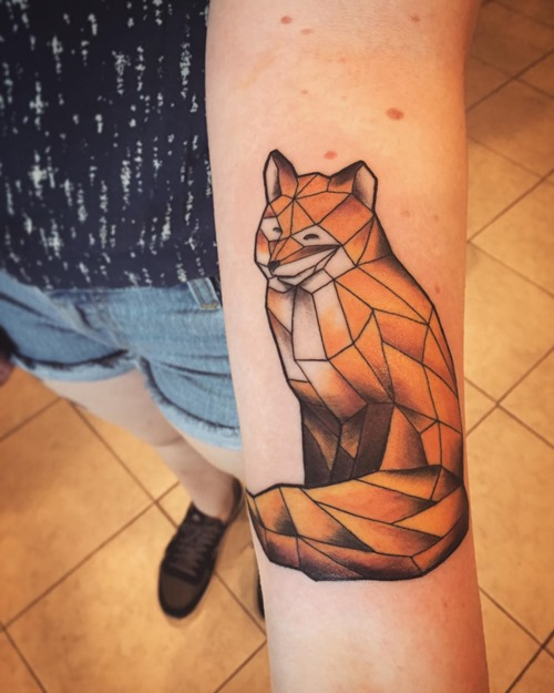 red-fox-tattoo-geometric-on-arm