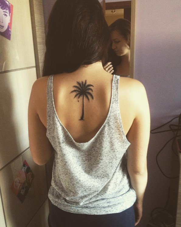 45 insanely gorgeous tree tattoos on back for Tree shoulder tattoo