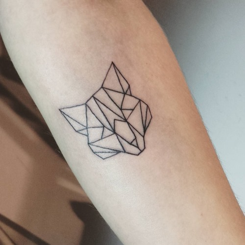 small-geometric-fox-head-tattoo-forearm