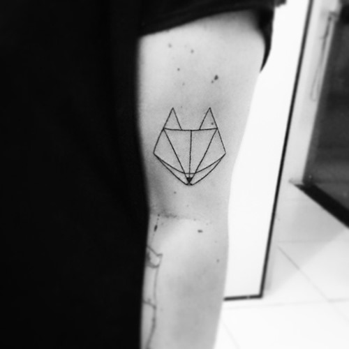 small-geometric-fox-head-tattoo-on-outer-arm