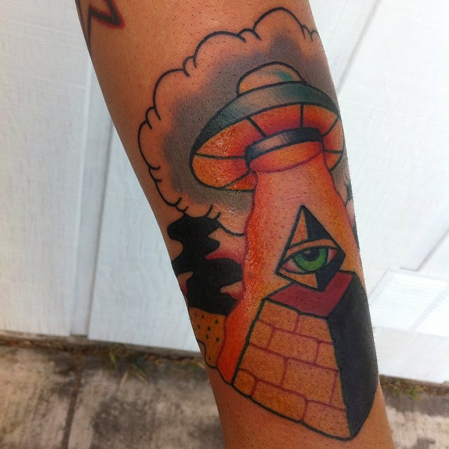 Pyramid Tattoo Designs with UFO Action