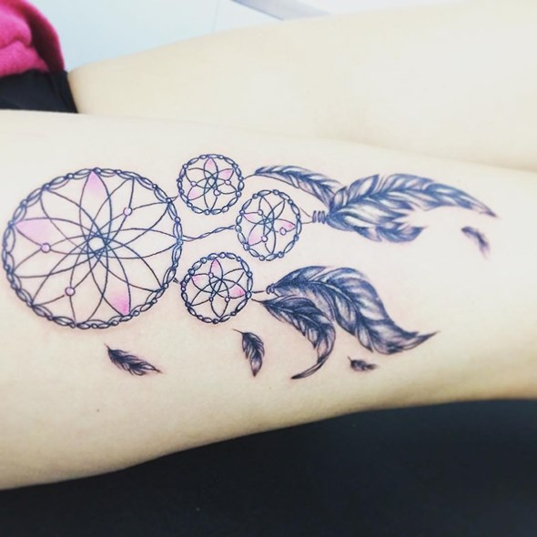 dreamcatcher tattoo ideas on thigh
