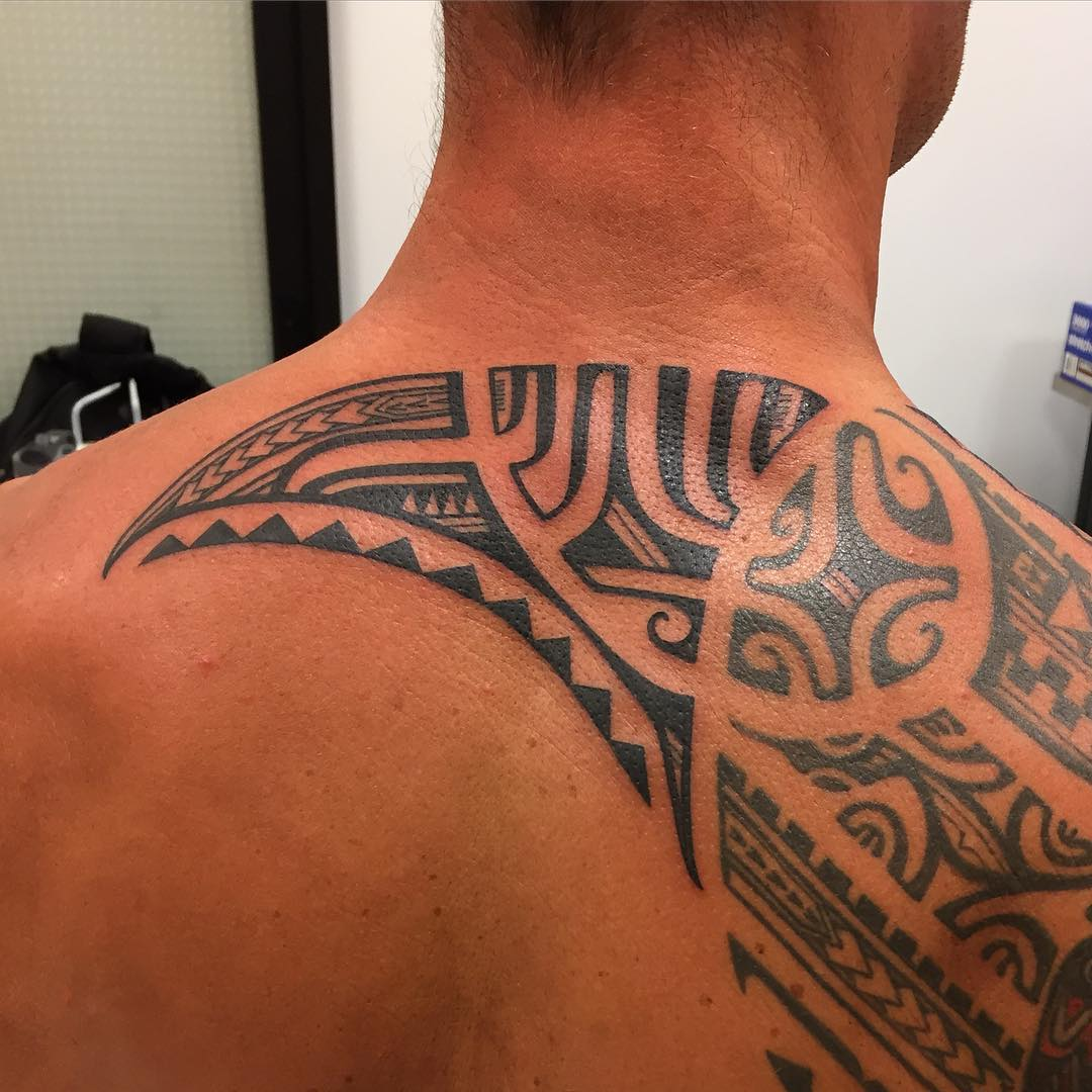 hawaiian shoulder back tattoo